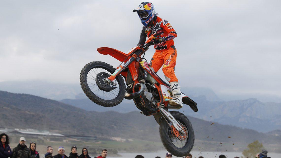 Josep García vuela sobre la extrema de la Bassella Race 1. (Fotos: N. Martínez Future7Media)